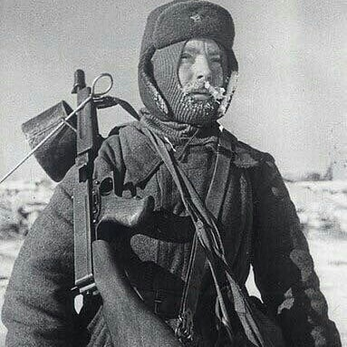 Red army soldier and Soviet marines armed with American Thompson